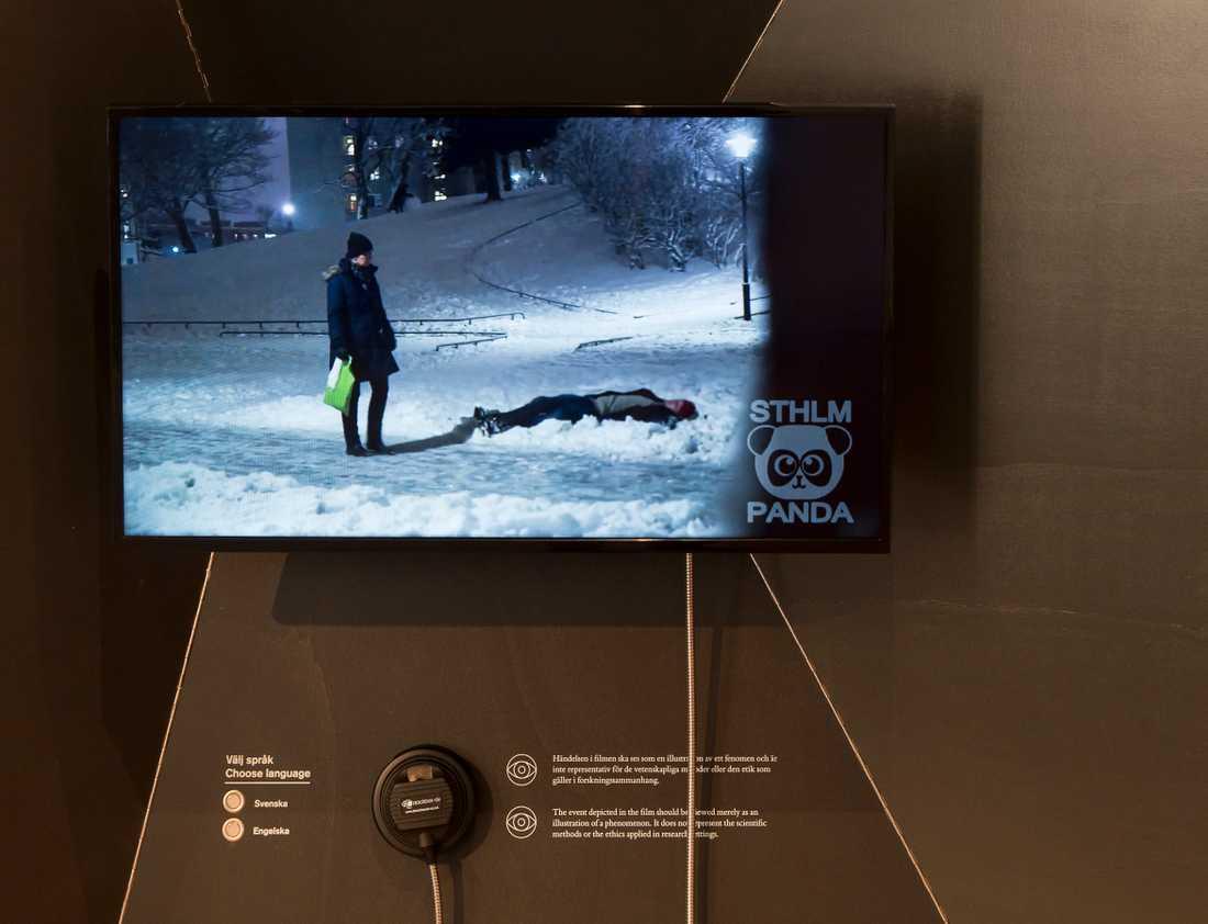 Filmen om mannen i snön är till för att väcka tankar. Hur hade du själv agerat?