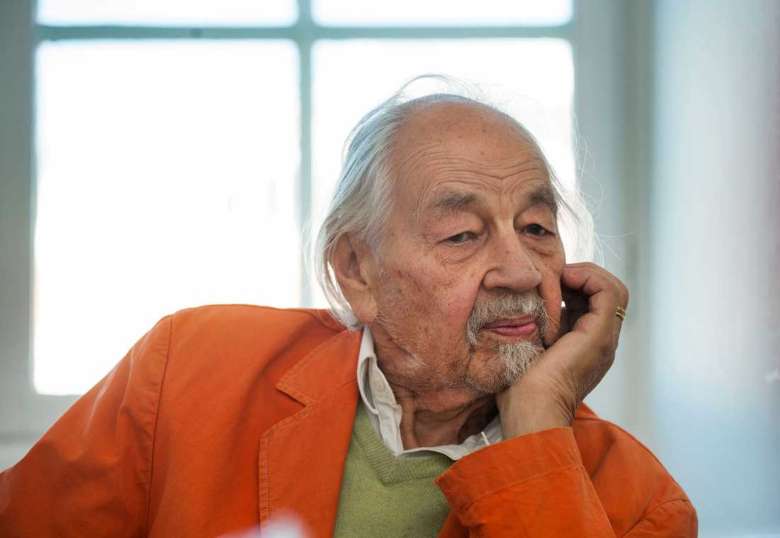Lennart Hellsing har dött, 96 år gammal.
