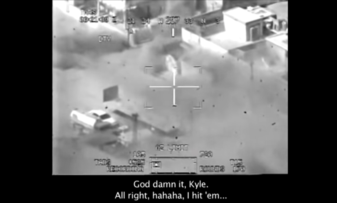 Bild ur videon där en amerikansk helikopterbesättning mejar ner civila irakier på öppen gata i Bagdad 2007.