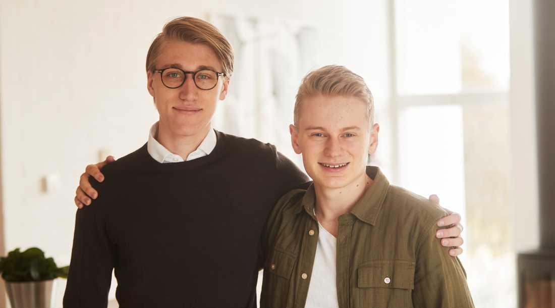 Viktor Ritsvall och Oliver Allemog, 19, har redan börjat spara till pensionen.