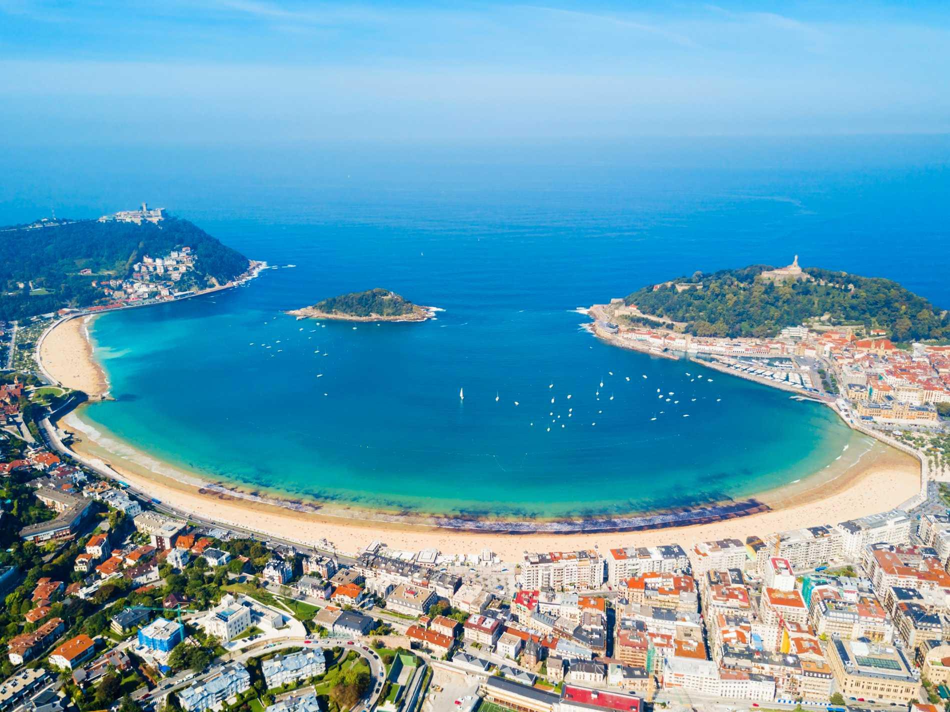Stranden La Concha räknas som en av världens finaste.