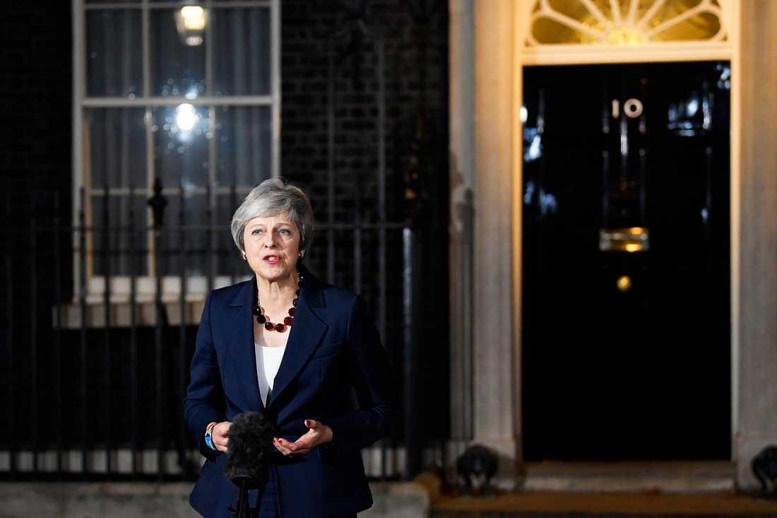 Storbritanniens premiärminister Theresa May utanför 10 Downing Street på onsdagskvällen.