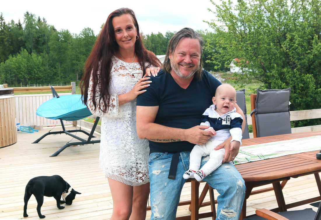 Tommy Ekman, Madelene Gustavsson och sonen Willgoth.