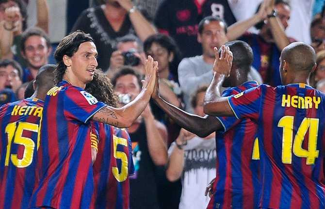 Zlatan tog två titlar direkt med sin nya klubb. Här firar han segern i spanska supercupen mot Athletic Bilbao 23 augusti 2009. Barcelona vann även den europeiska supercupfinalen mot Shaktar Donetsk.