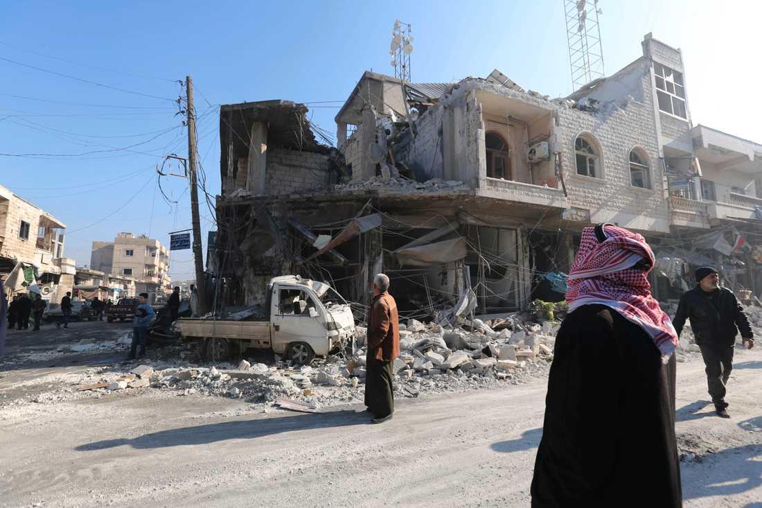 Rasmassor i den rebellkontrollerade orten Saraqeb efter ett flyganfall. Arkivbild från den 21 december.
