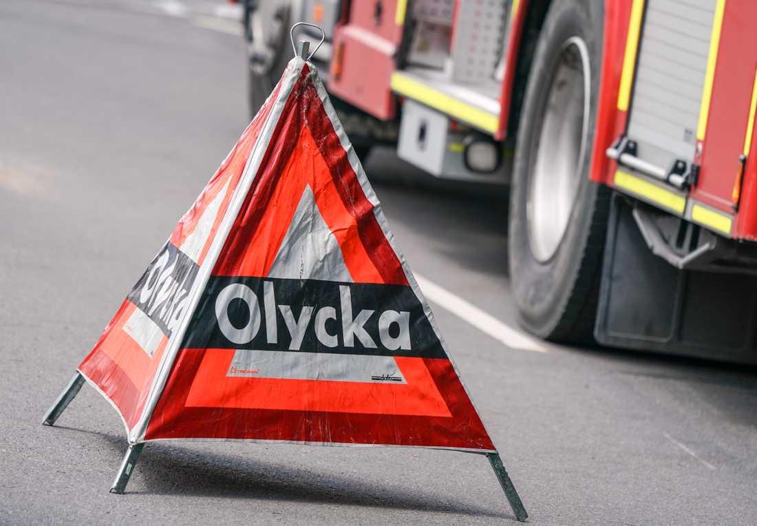 En man har dött efter en bilolycka mellan en taxi och en lastbil. Arkivbild.