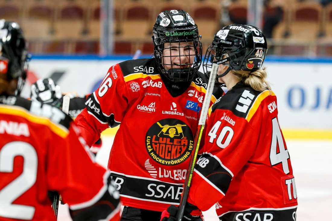Petra Nieminen gjorde tre mål i 6–2-segern.