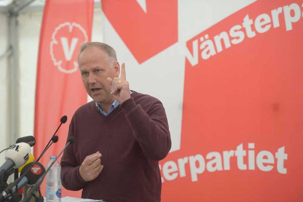 VILL SÄTTA FINGRET PÅ VINSTERNA I VÄLFÄRDEN Vänsterledaren Jonas Sjöstedt tryckte på frågan alla partier vill gömma undan: vinster i välfärden. –Jag fick en tankeställare när jag besökte Stadsmissionen i Linköping, de berättade att de slutat bedriva äldreomsorg därför att de blir utkonkurrerade av riskkapitalbolagen, säger han.