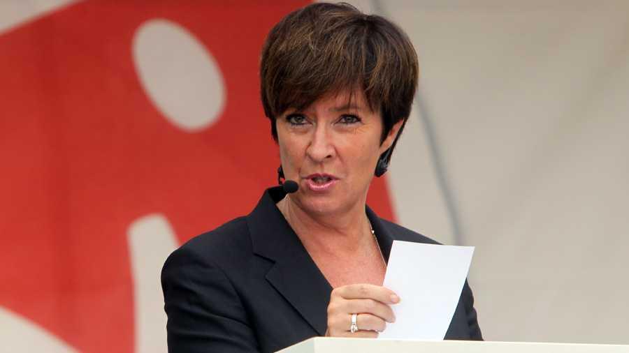 Socialdemokraternas partiledare Mona Sahlin inledde valrörelsen med sitt sommartal på Södermalm i Stockholm.
