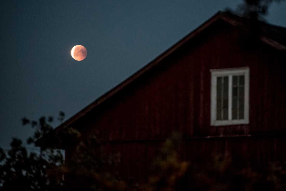 Århundradets längsta månförmörkelse sedd från Ockelbo.