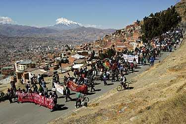 Demonstranter har tvingat presidenten Carlos Mesas avgå. På onsdagen tågade de i huvudstaden La Paz mot talmannen Hormando Vaca Díez som automatiskt ska ta över.