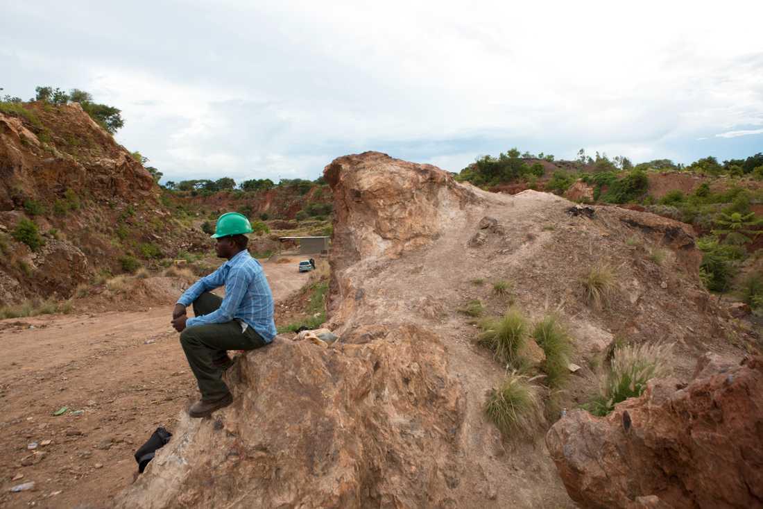 En gruvarbetare i Kwekwe i Zimbabwe efter en annan gruvolycka som inträffade där i februari. Arkivbild.