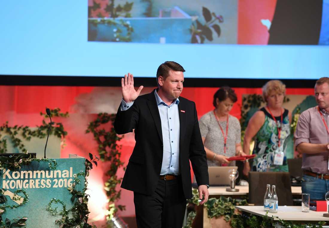 Förbundsordförande Tobias Baudin talar under fackförbundet Kommunals kongress i Folkets hus i Stockholm på fredagen.