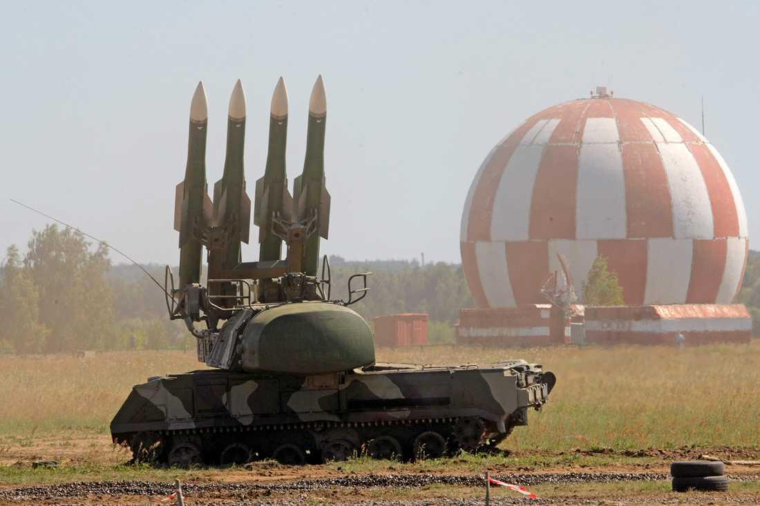 De rysktillverkade luftvärnsrobotarna Buk pekas ut för nedskjutningen av passagerarplanet MH17 över Ukraina i juli 2014. Robotarna finns i flera olika versioner, och innehas av såväl Ryssland som Ukraina och ryskvänliga separatister i Ukraina.