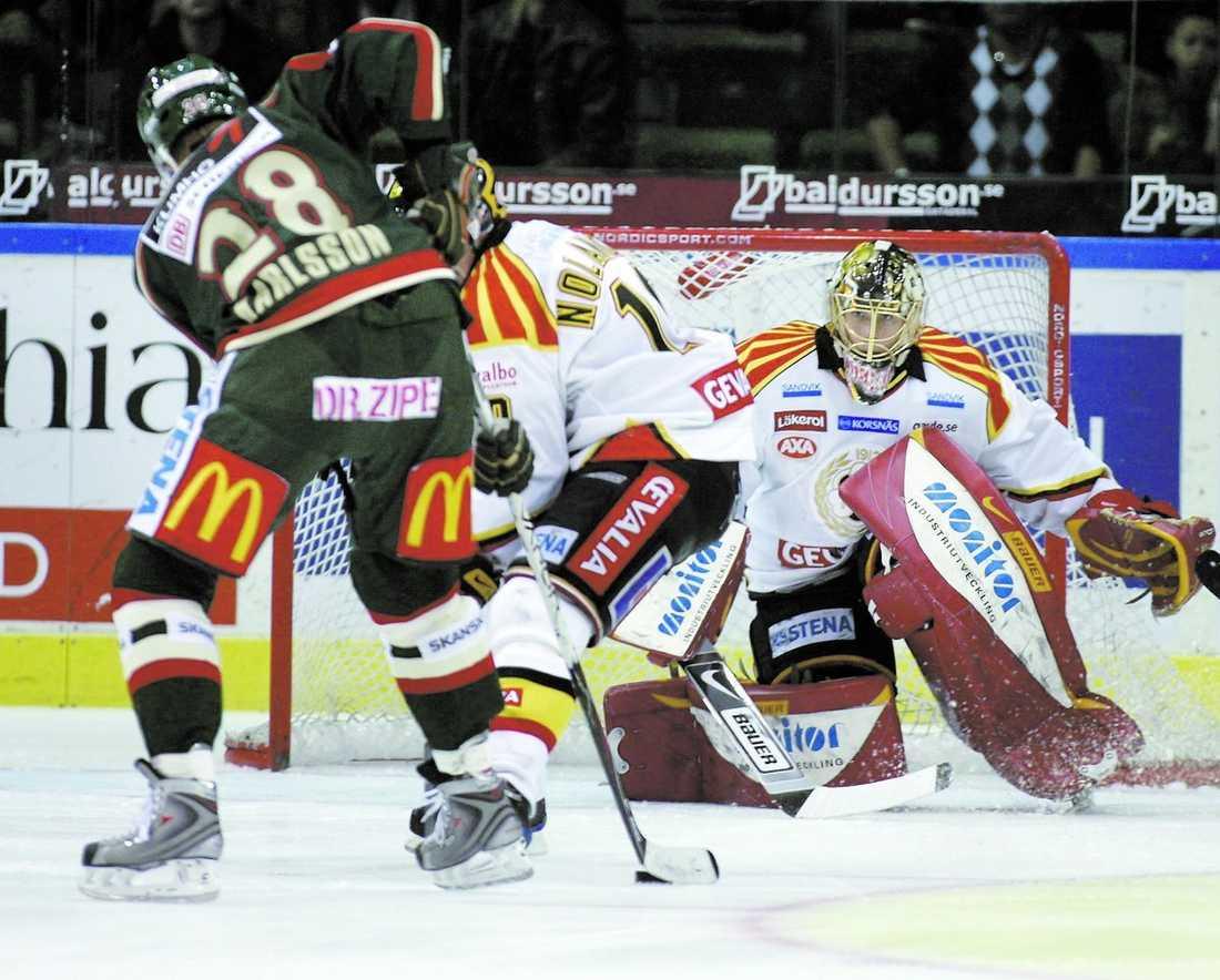 STORFORM Jacob Markström fortsätter att imponera. Mot Frölunda storspelade han och räddade återigen poäng åt Brynäs.