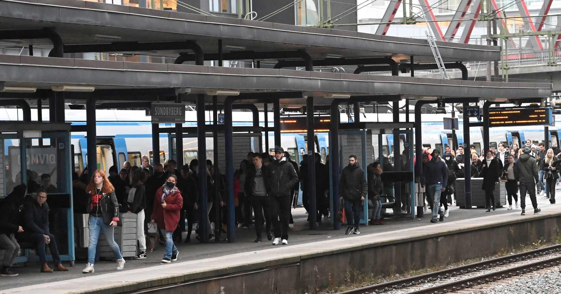 Trängsel vid Sundbybergs station.