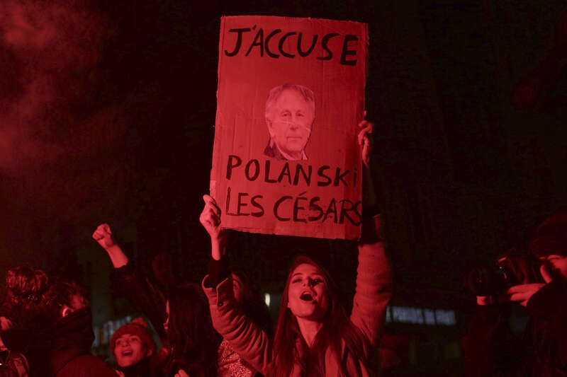 Demonstrant utanför Césargalan förra helgen.