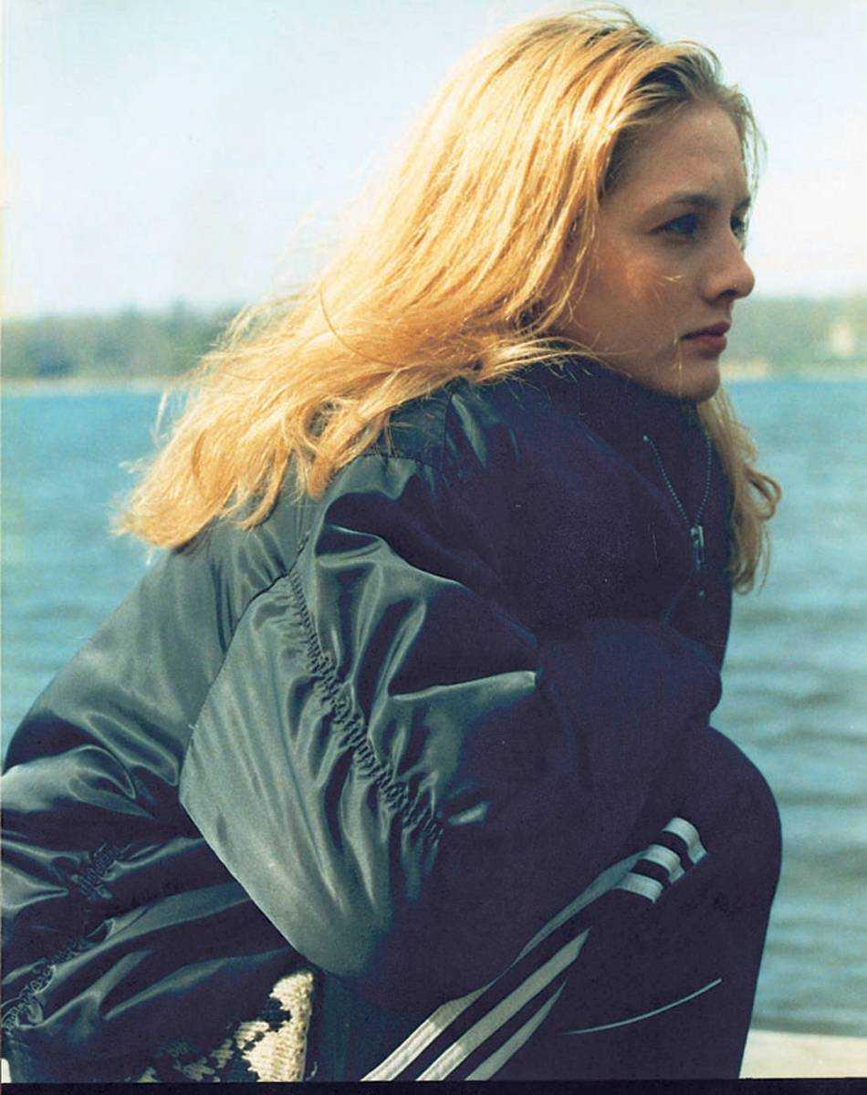 """Johanna Sällström (1974–2007), som Guldbagge-belönades för """"Under ytan"""" för rollen som knarkmissbrukare. Hon begick självmord 2007. –Det som gjorde att hon mådde så dåligt, var väl också det som gjorde henne så bra. Hon var så känslig, hade inget skyddsnät riktigt när hon kastades ut och gjorde en roll, helt utan blockeringar. Man såg den råa kärnan, hennes egen själ. Det låter som en kliché, men man gjorde verkligen det."""