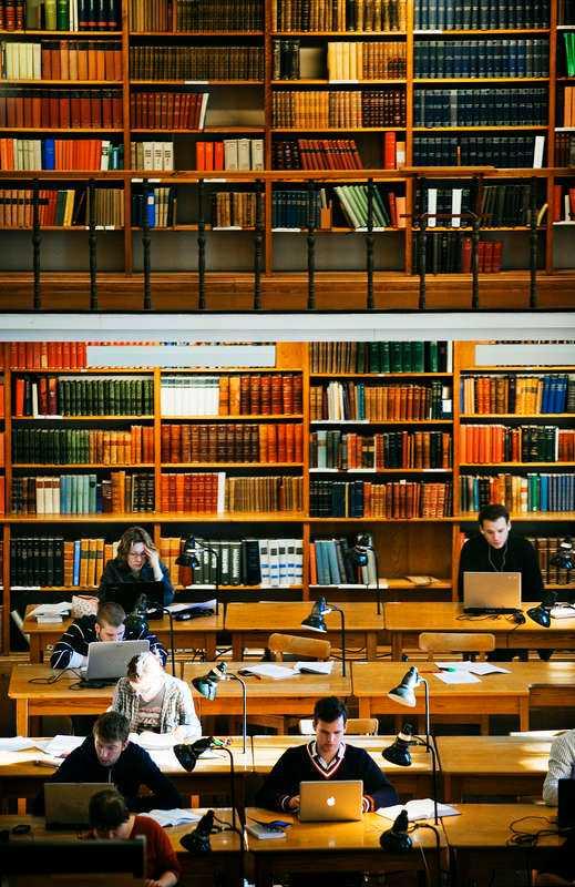 Studenternas läsförmåga är dålig. Det hävdar en tongivande lärare och professor vid Uppsala universitet. Aftonbladets Peter Kadhammar har beställt ut en tjock bunt uppsatser för att kontrollera sanningshalten i påståendet. Resultatet är häpnadsväckande.