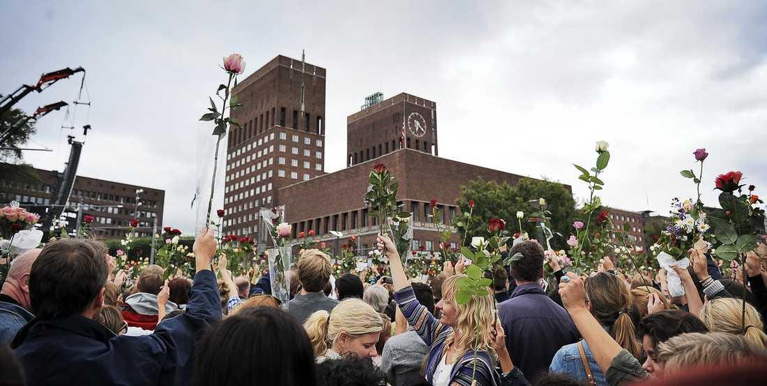 """TILLSAMMANS I går visade det norska folket sin enighet. Statsministern kallade kvällens samling för """"den största och viktigaste marschen sedan andra världskriget""""."""