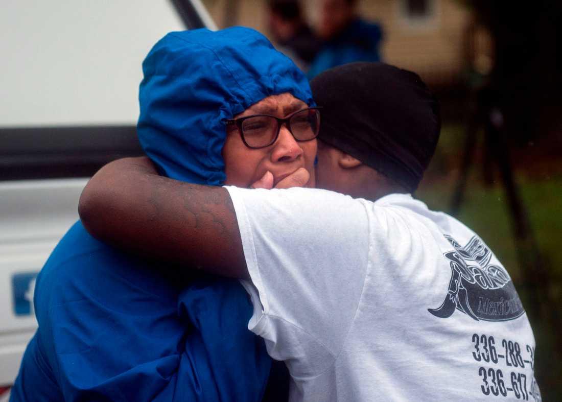 Chockade vänner till de skadade i Wilmington, North Carolina.