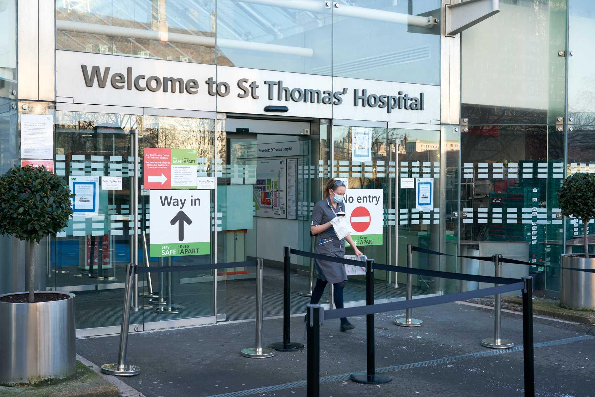 St Thomas's hospital i London är fullbelamrat av covidsjuka.