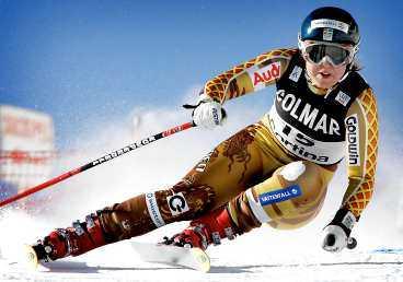 full fart Anja Pärson har - med hjälp av tränaren Stephan Kurz - hittat rätt när det gäller fartgrenarna. Nu kan demontränaren tvingas hoppa av landslaget.