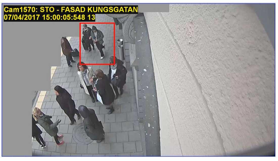 Fångas på bild av kasinots övervakningskamera.