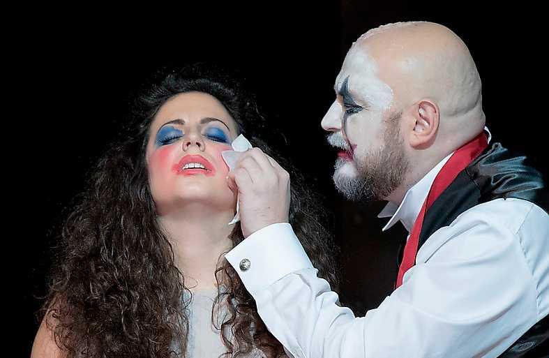 """Bianca Tognocchi och Vladislav Sulimsky i """"Rigoletto"""" på Malmö opera."""