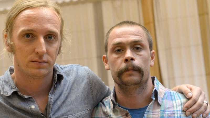 äntligen hemma!  Affären med de fängslade journalisterna Johan Persson och Martin Schibbye fick den liberala pressen att svaja i försvaret för det fria ordet. De båda utsattes för hetsjakt på nätet sedan UD bekräftat Etiopiens propaganda att svenskarna var brottslingar. Foto: Scanpix