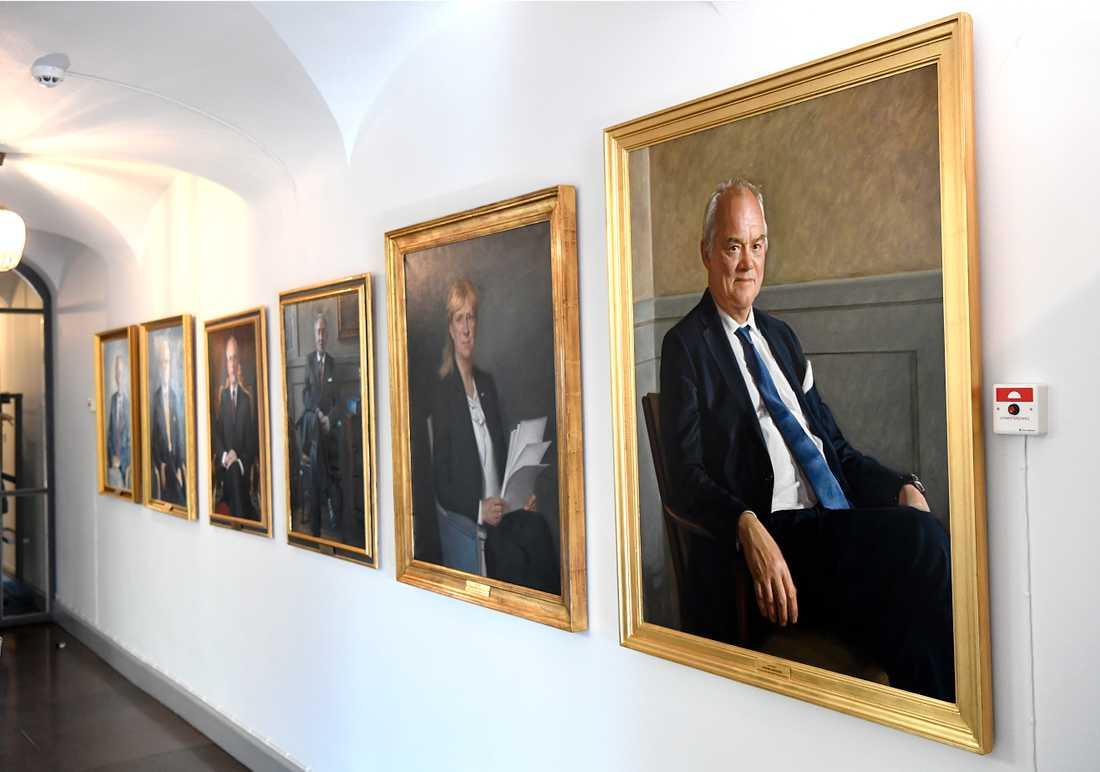 På plan sju i Högsta domstolen hänger porträtten av de tidigare ordförandena på rad