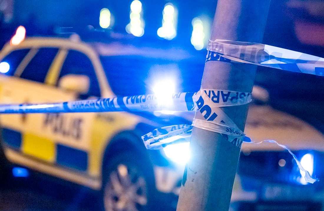 Polisen hittade natten till fredagen en man i 25-årsåldern svårt knivskadad i Landskrona. Arkivbild.
