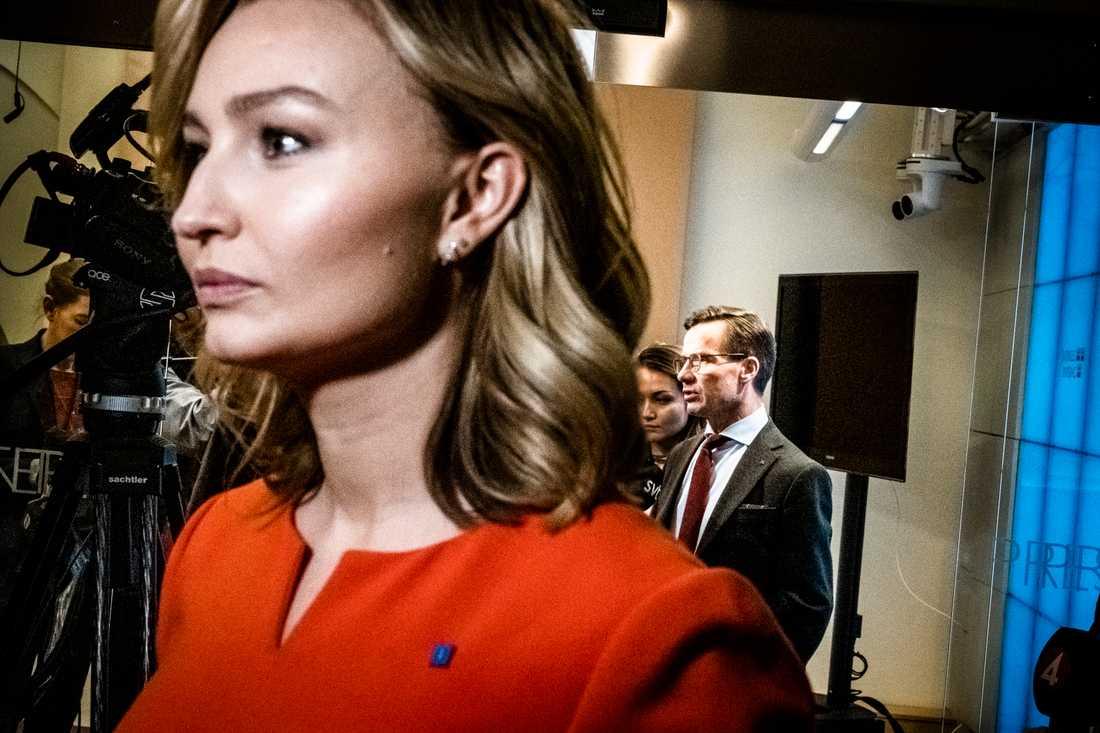 Partiledarna Ebba Busch Thor, Kristdemokraterna, och Ulf Kristersson, Moderaterna, vill att Socialstyrelsen får ett tydligare ansvar för resurserna inom intensivvården i landet. Arkivbild.