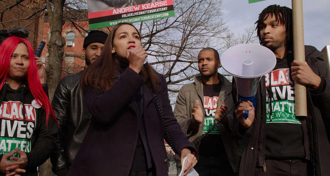 """Stjärnskott i representanthuset. """"Knock down the house"""" följer Alexandria Ocasio-Cortez väg till makten."""