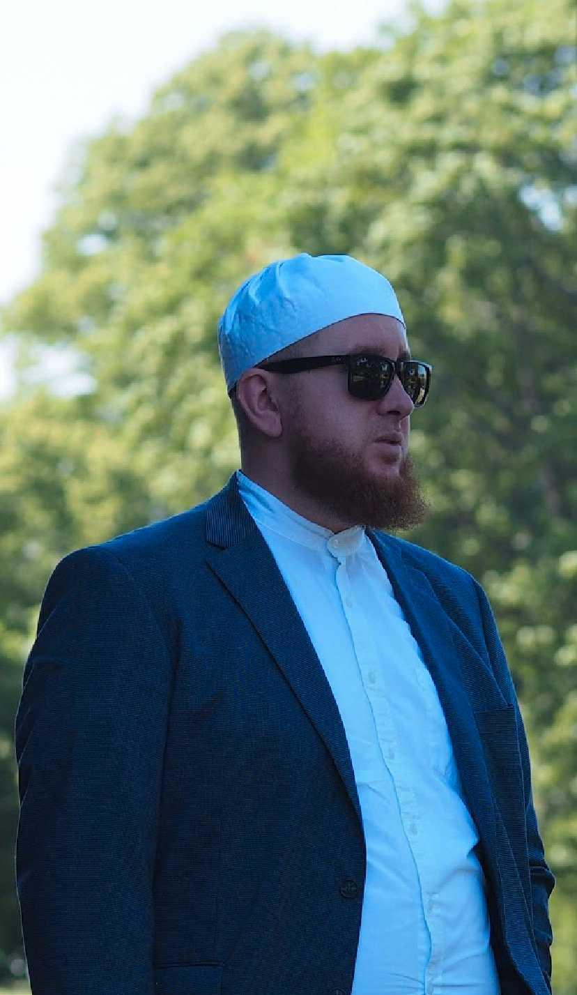 Imamen Samir Muric är starkt kritisk till såväl bränningen av koranen som till upploppen.