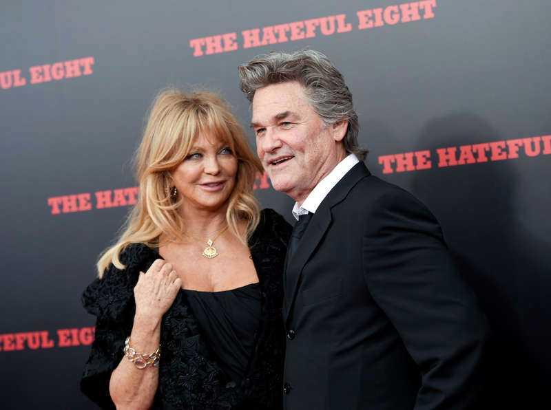 """Goldie Hawn och Kurt Russell vid premiären av """"The hateful eight"""" i Hollywood. Russell ska dela ut pris på Golden Globe-galan, men det har varit mycket velande innan det blev klart. Till sist gav skådespelaren upp sitt motstånd."""