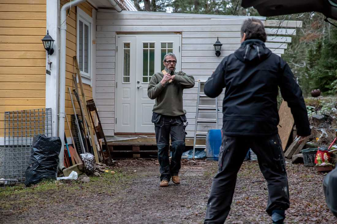 """Ännu en arbetsdag är över. """"Det blir mycket jobb, men för mig är det okej"""", säger Anders."""