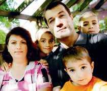 Samira och Ahmad Youness med sönerna William 7, Magnus, 9 och Oliver, 2 år.