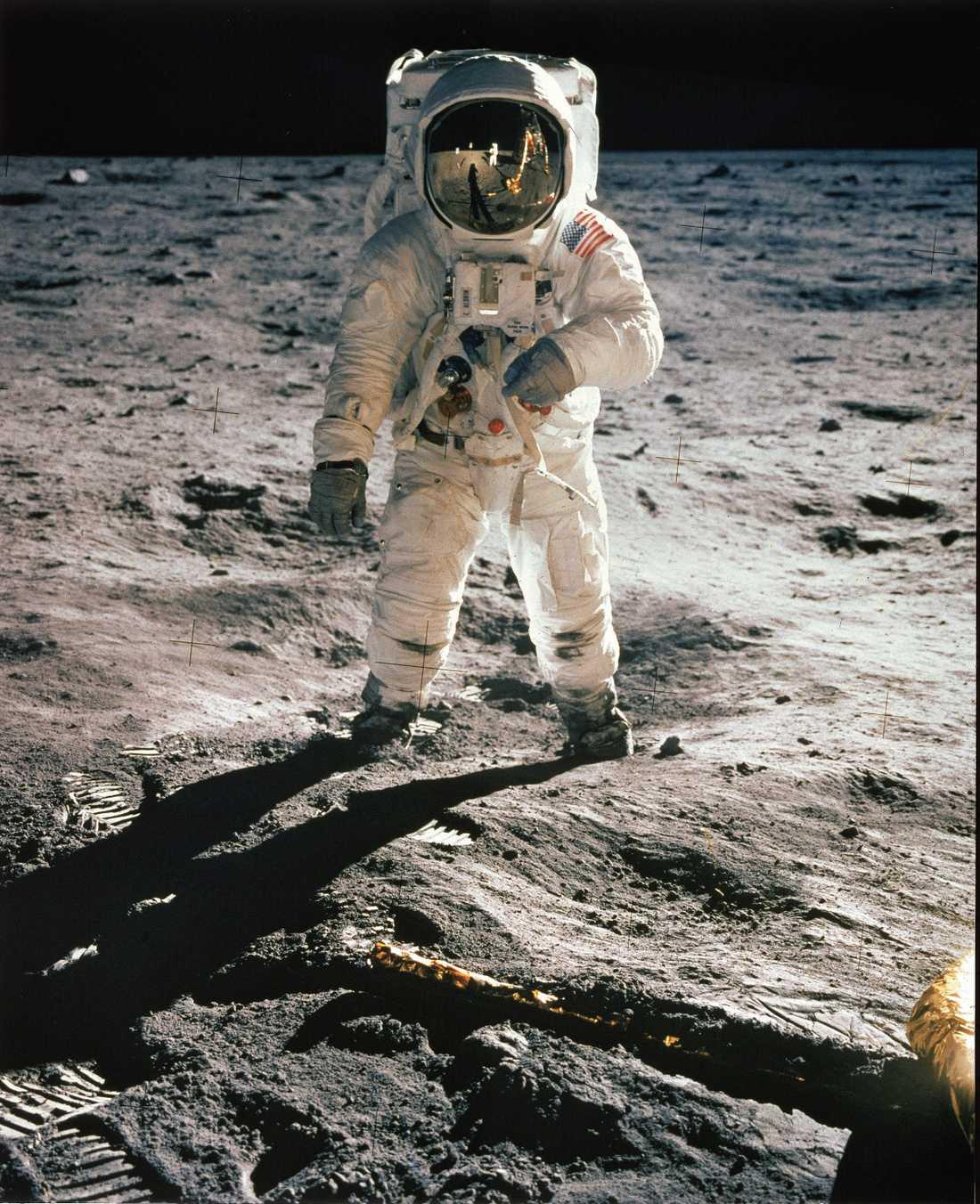 Klocka 21.17 den 20 juli 1969 tog de mark. Och för första gången var det människor på månen. Inget annat ögonblick i rymdforskningens historia kan konkurrera med denna händelse.