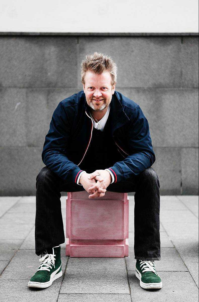 Micke Syd AnderssonÅlder: 51.Instrument: Trummor.
