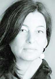 """Andrea Maria Schenkel (född 1963) är bosatt i tyska Regensburg. Debuten """"Mordbyn"""" prisades mångfaldigt."""
