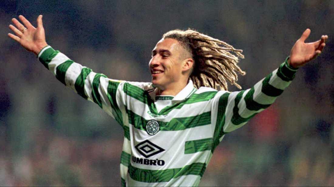 Henrik Larsson firar ett av sina många mål för Celtic, här mot Hibernian 1997. Arkivbild.
