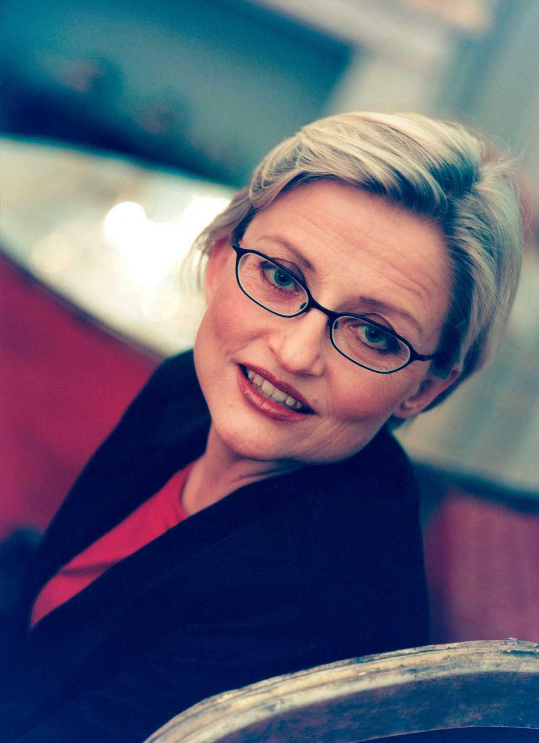 Anna Lindh var utrikesminister när hon dog efter en knivattack på varuhuset NK i Stockholm 2003.