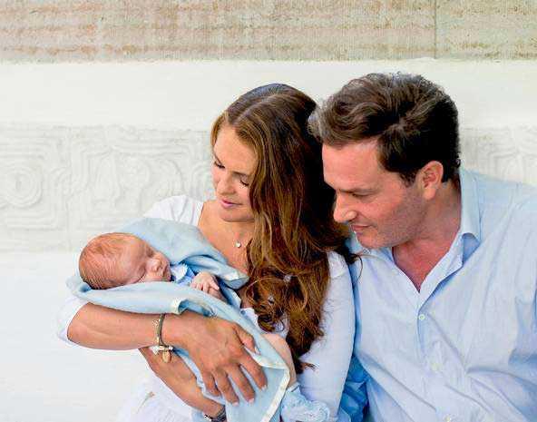Prins Nicolas med sina föräldrar.