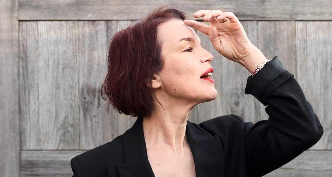 """Anna Järvinen, musiker, debuterar nu som författare med """"Dröm natten till i dag:""""."""