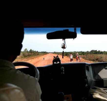 Utanför Kambodjas skumpiga vägar ligger det kvar en hel del minor efter kriget - så håll er till vägarna!