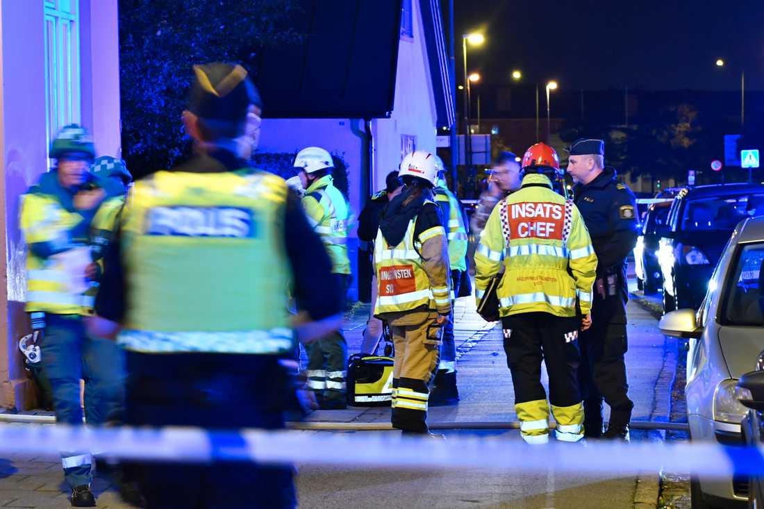 Räddningspersonal från tre stationer deltog i insatsen.