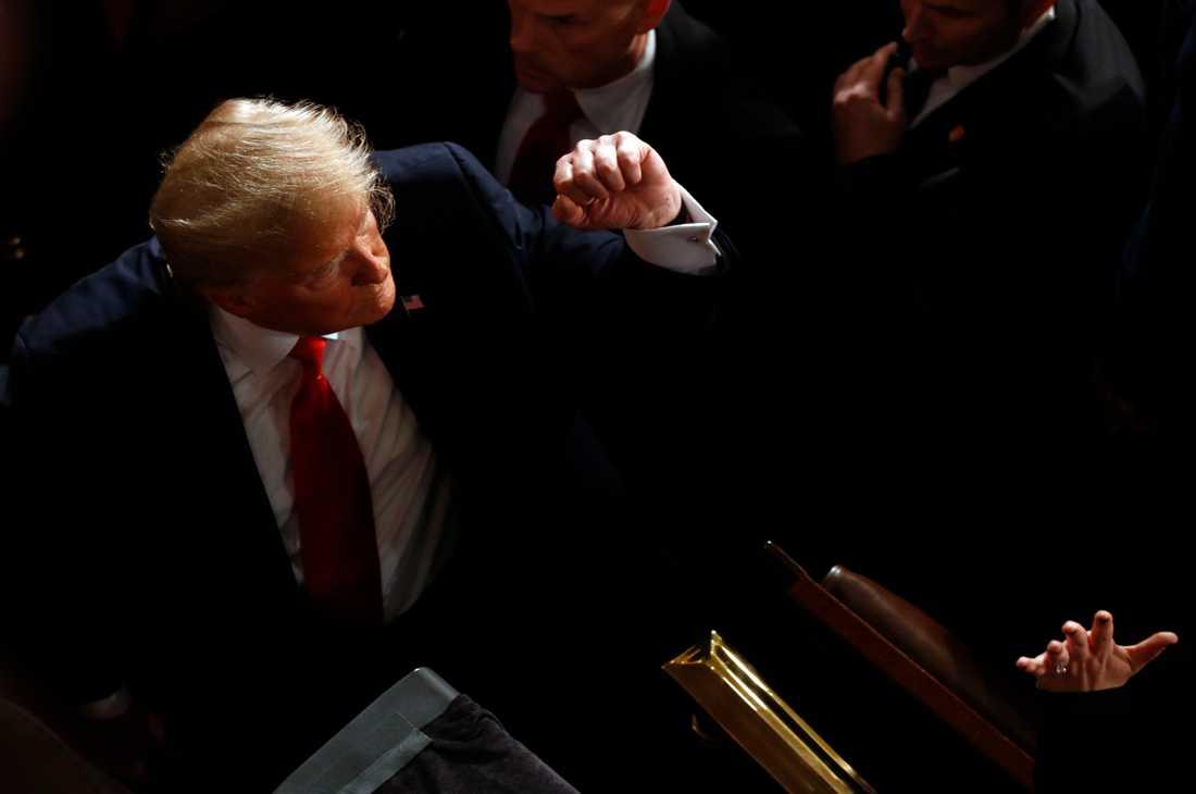 USA:s president Donald Trump friades från riksrättsanklagelser vid senatens omröstning.