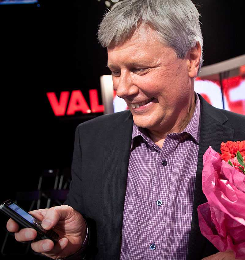 Kort efter frieriet började det pipa i Lars Ohlys telefon. För Aftonbladet erkände han att han inte var säker på om han skulle våga kolla på telefonen. När han slutligen tittade gjorde han det ordentligt – och skrek till av lycka. Sambon skrev kort och gott – JAAAA!