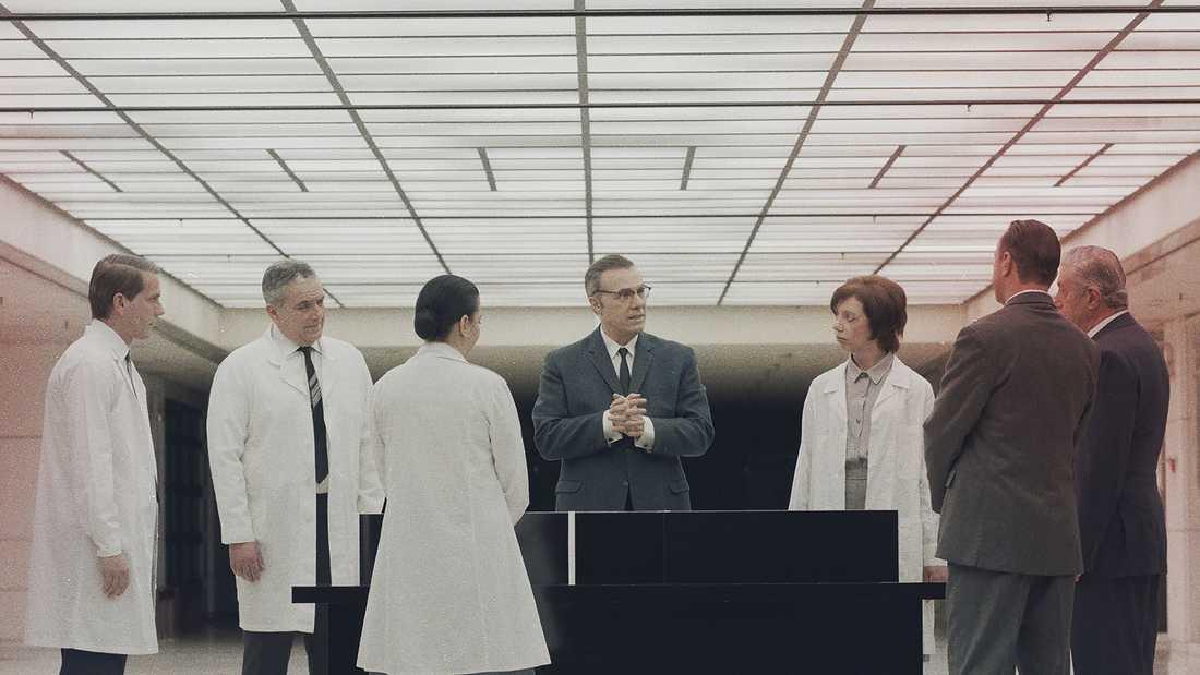"""Stillbild ur George Drivas """"Laboratory of Dilemmas"""" i den grekiska paviljongen"""